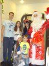 Дед Мороз, Снегурочка и баба Яга поздравили детей. Фоторепортаж